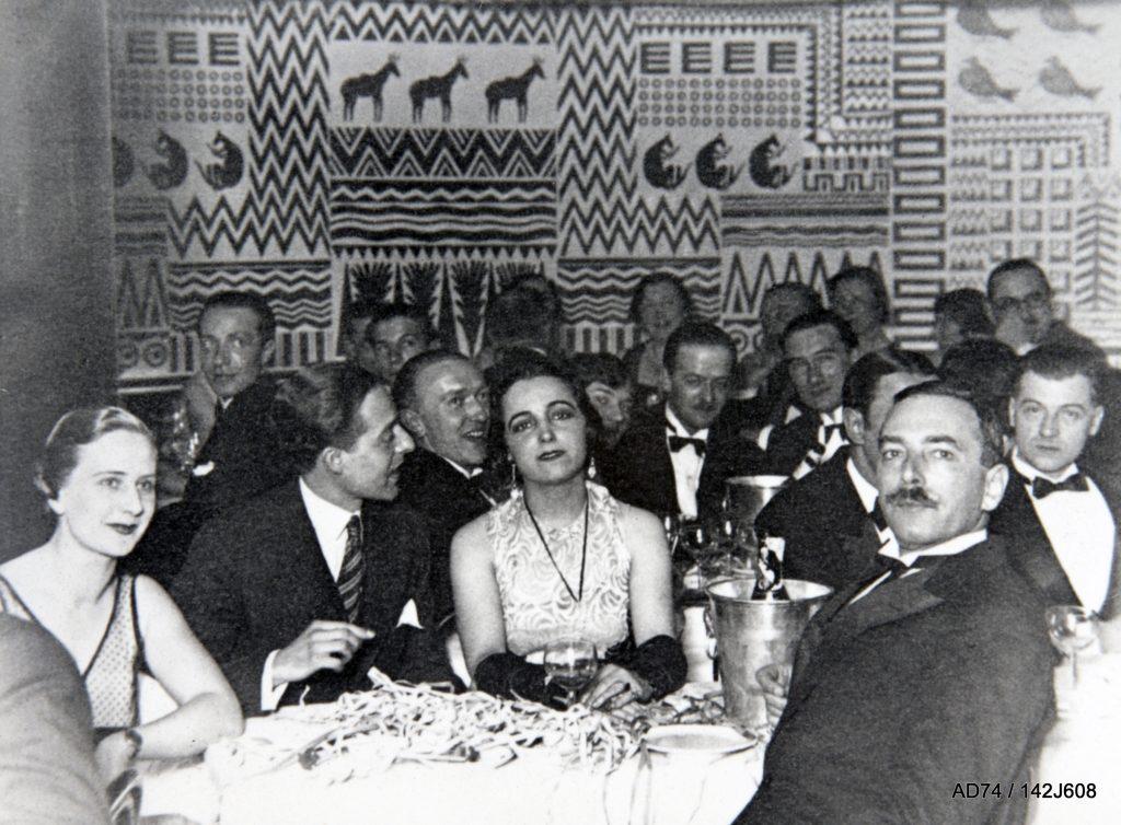 Soirée au bar Le Mauvais Pas dans l'hôtel Albert Ier, années 1930 – Megève (74)