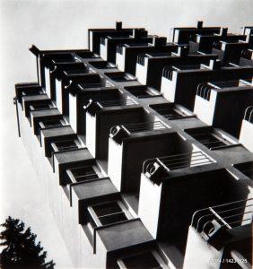 Détail de la façade sud du sanatorium Martel de Janville, en collaboration avec P. Abraham architecte, années 1940 Passy (74)