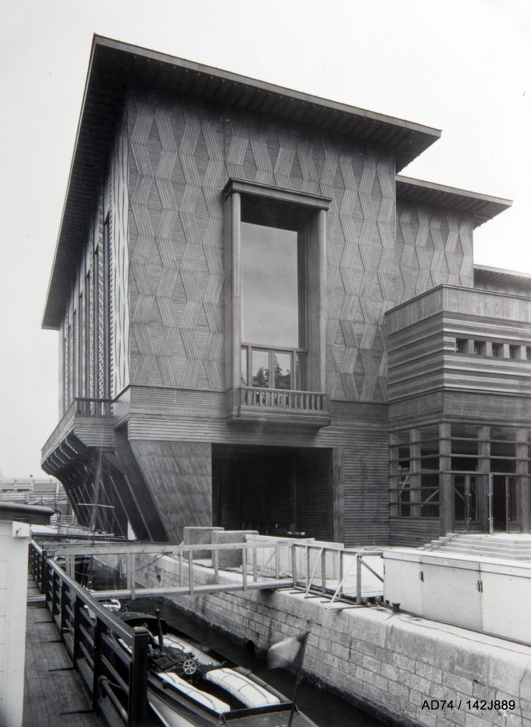 Façade latérale du Palais du Bois 1937 – Exposition internationale à Paris