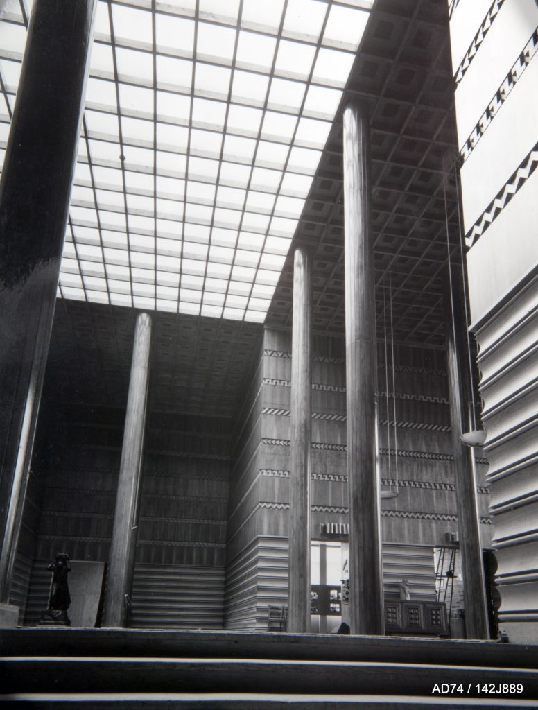 Vestibule d'entrée du Palais du Bois, 1937 – Exposition internationale de Paris